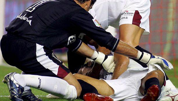 Antonio Puerta lyyhistyi nurmelle kesken ottelun.