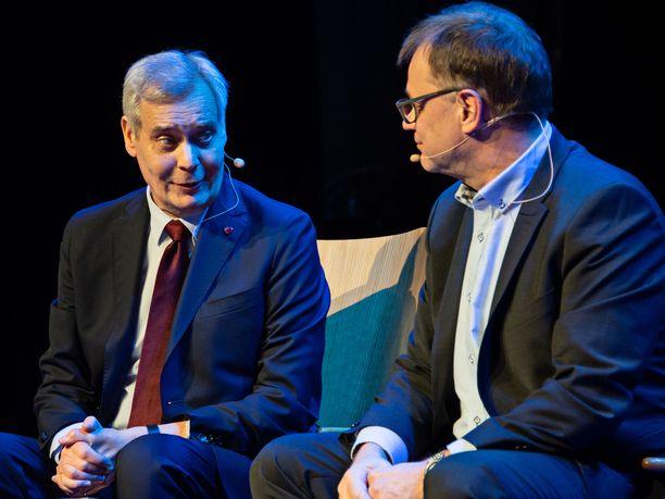 Muutamista sanailuhetkistä huolimatta SDP:n Antti Rinne ja keskustan Juha Sipilä esiintyivät Akavan tentissä varsin sopuisasti keskenään.