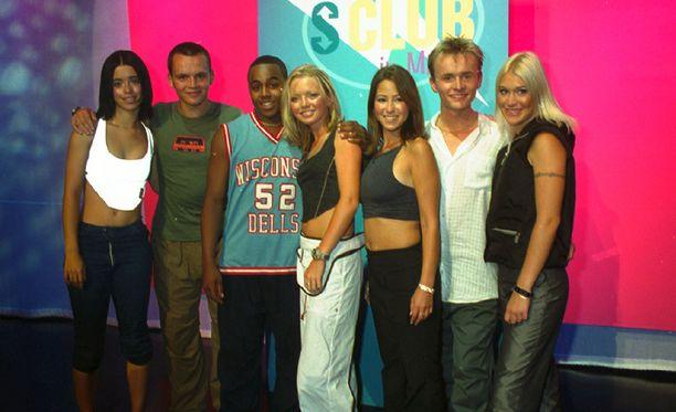 S Club 7 vuonna 1999. Paul kuvassa toinen vasemmalta.