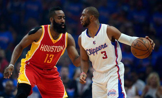 Jatkossa sekä James Harden (vas.) että Chris Paul (oik.) tähdittävät Houston Rocketsin hyökkäystä.