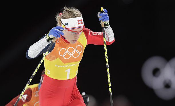 Ragnhild Haga hiihti väkevästi Norjan kultamitalijoukkueessa lauantaina.