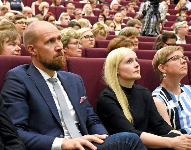Touko Aalto ja häntä sijaistava Maria Ohisalo  kesäkuussa 2017 vihreiden puoluekokouksessa Tampereella jännittämässä kenestä tulee puolueen uusi puheenjohtaja.