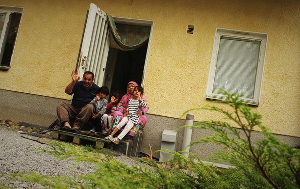 Irakista kotoisin oleva Adil Al Hmedawi, 46, on asunut perheineen Karkun vastaanottokeskuksessa yli puolitoista vuotta. Suomeen perhe muutti vuonna 2015.