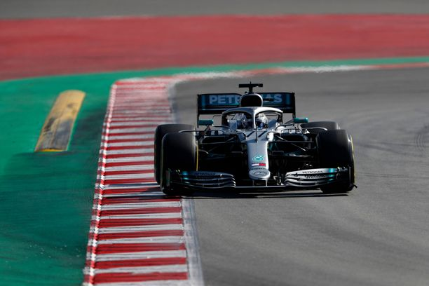 Valtteri Bottas päätti jo oman testikautensa. Iltapäivällä Mersun ajovuoro siirtyy Lewis Hamiltonille.