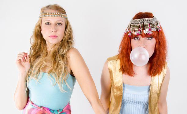 26-vuotias Miina (vas) ja 25-vuotias Kirsikka ovat molemmat sinkkuja.