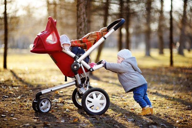 Isät olivat vapaalla usein samaan aikaan kun äiti sai äitiys- tai vanhempainrahaa, kertoo Yle Kelan tietoihin viitaten.