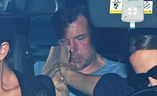 Ben Affleck oli hiukan huonossa hapessa vieroitukseen matkatessaan.