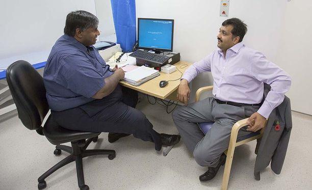 Operaatio suoritettiin julkisen terveydenhuollon piirissä, joten siitä ei tullut Abadille juurikaan kustannuksia.