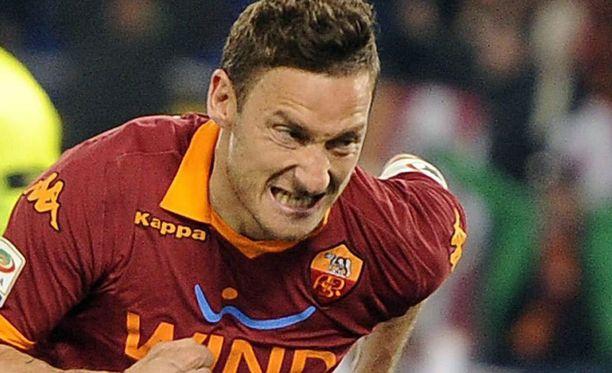 Francesco Totti iski AS Roman maalin.