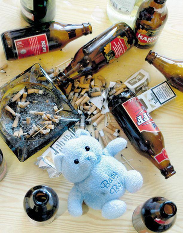 Lähes 60 prosenttia Suomen kasvatus- ja perheneuvontaliiton teettämään tutkimukseen vastanneista lapsista yhdisti alkoholin aikuisten juhlintaan.