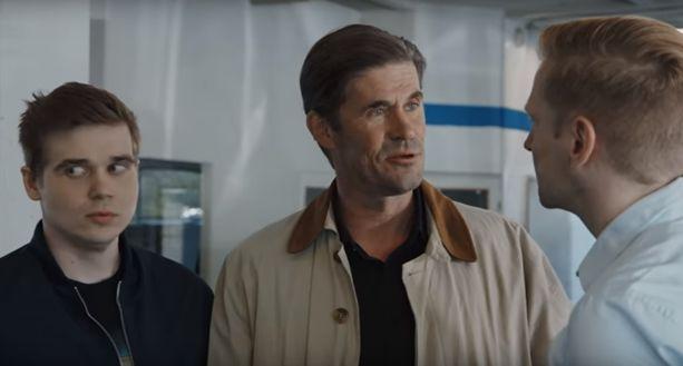 Tommi Korpelan esittämä Liiton mies -hahmo puolustaa mainosvideoilla vääryyttä kokevaa Nikoa.