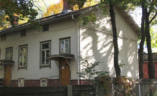 Paavo Nurmen lapsuuden koti sijaitsi Turussa alun perin työväestölle tarkoitetun talon    viimeisessä huoneistossa.