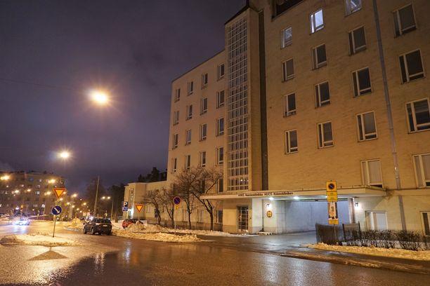 Poliisi lähetti naisen seri-tutkimuksiin. Kuvassa HUS:n naistenklinikka, joka toimii seri-tukikeskuksena Uudellamaalla.