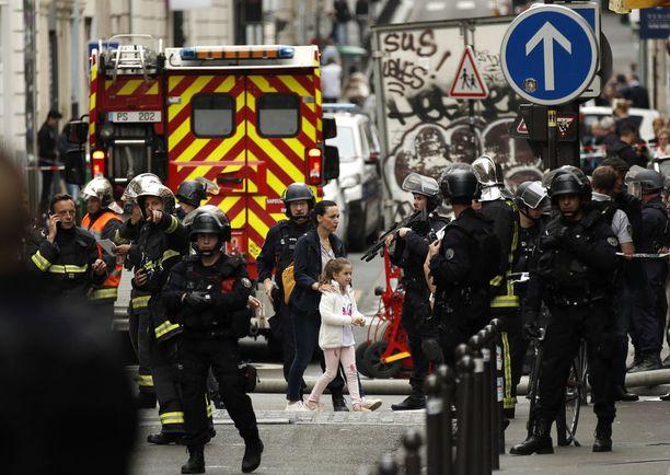 Pariisissa oli tiistaina panttivankitilanne, mutta se ratkesi lopulta rauhallisesti.