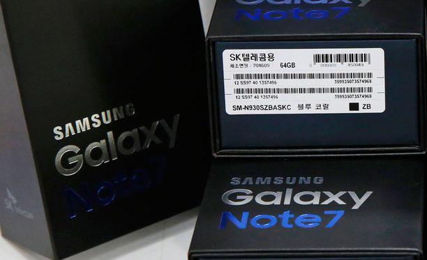 Pakkauksen tarran oikeassa alakulmassa näkyvä musta neliö osoittaa, että puhelimen akun pitäisi olla kunnossa.