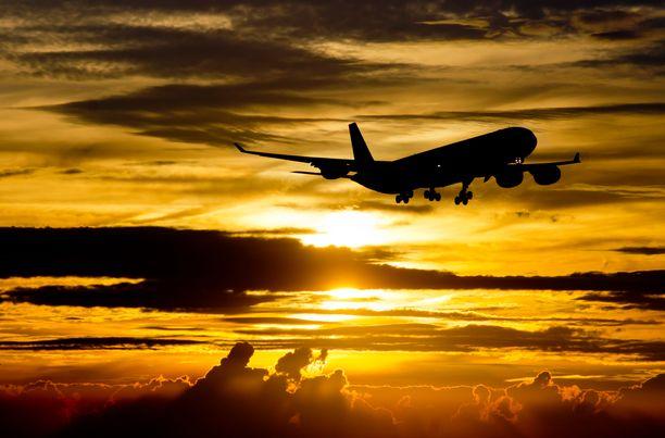 Yläilmoissa on syytä noudattaa yhteisiä sääntöjä ja huomioida niin muut matkustajat kuin henkilökuntakin.