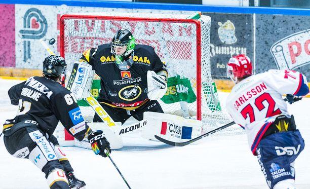 HIFK:n Patrik Carlsson johtaa playoffien pistepörssiä kuuden ottelun tehoillaan 5+4=9. Kärppien Veini Vehviläinen on puolestaan molaripörssin kärjessä torjuntaprosentillaan 96,67.