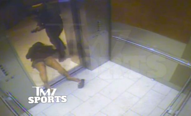 NFL-tähti Ray Rice tyrmäsi ensin Janay Palmerin ja raahasi sitten ulos hissistä Atlantic Cityssä. Tapaus sattui helmikuussa.