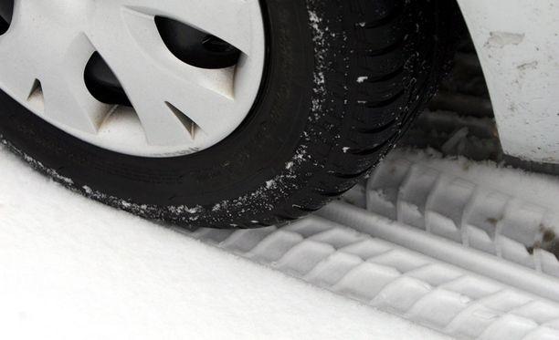 Henkilö- ja pakettiautojen on oltava tänään valmiit talvikeleihin.