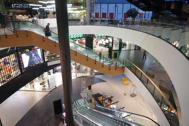 Kauppakeskuksessa on noin 250 liiketilaa.