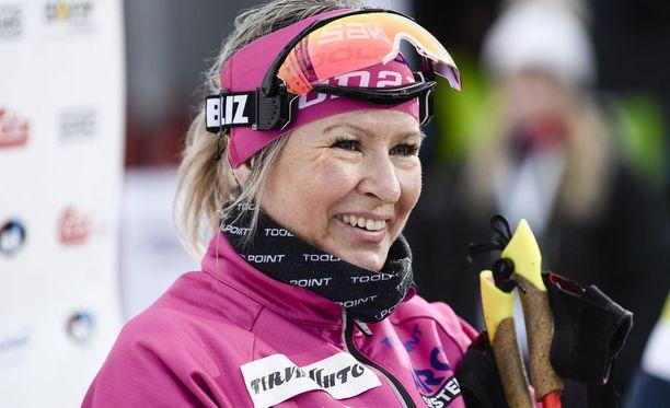 Riitta-Liisa Roponen viettää juhannusta Oulun maisemissa.