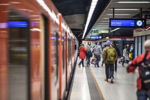 HKL pyrkii ajamaan metroliikennettä kesäaikataululla tiistaina ja keskiviikkona.