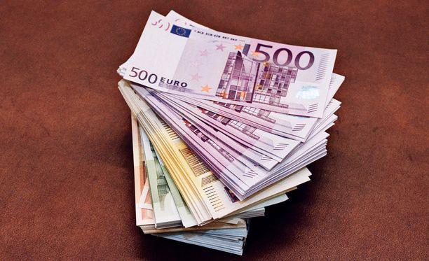 Rahat menevät yhä useammin rikkaan väestönosan taskuihin.