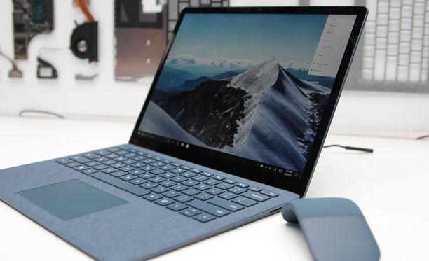 Microsoft esitteli tiistaina New Yorkissa järjestetyssä tiedotustilaisuudessa uuden Surface laptop -tietokoneensa.