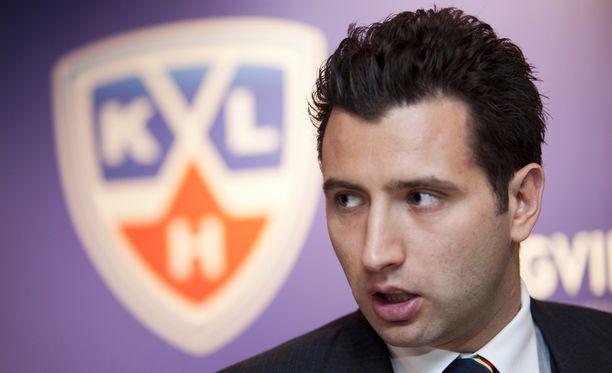 Roman Rotenberg vaikuttaa Jokereiden, Pietarin SKA:n ja KHL:n taustalla.