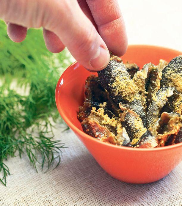Uunissa kuivatut silakat ovat maukasta naposteluruokaa, joka vaatii seurakseen juomaa.