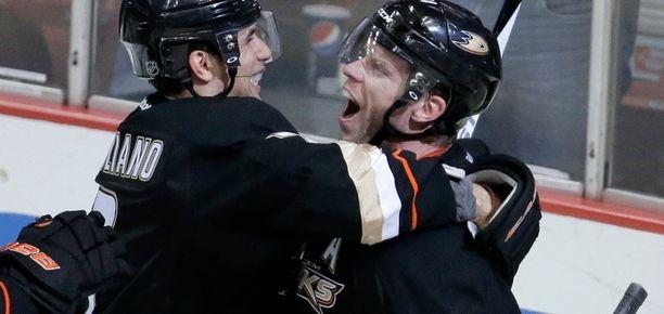 Saku Koivu (oikella) keskittyy Stanley Cupin metsästämiseen.
