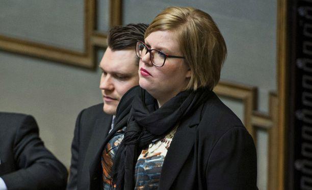 Saarikon mielestä valtiovarainministeri Jutta Urpilainen (sd.) ja pääministeri Jyrki Katainen (kok.) ovat vähintään selityksen velkaa.