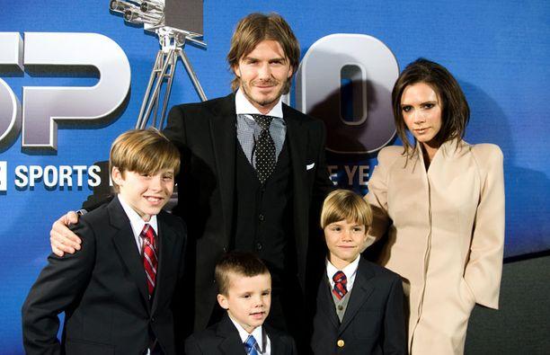 Beckhameiden pojat ovat innoissaan pikkuveljestä tai -siskosta.