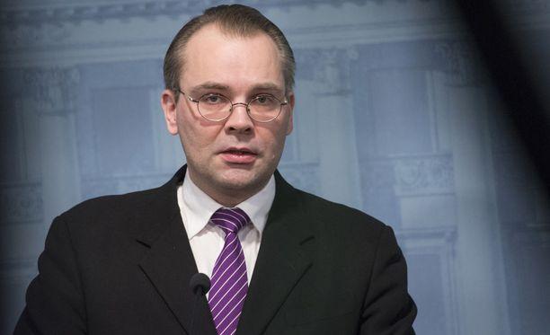 Puolustusministeri Jussi Niinistö (sin)