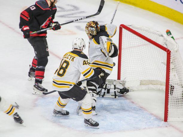Boston Bruinsin Tuukka Rask jatkaa ilmiömäistä torjuntatyöskentelyään.