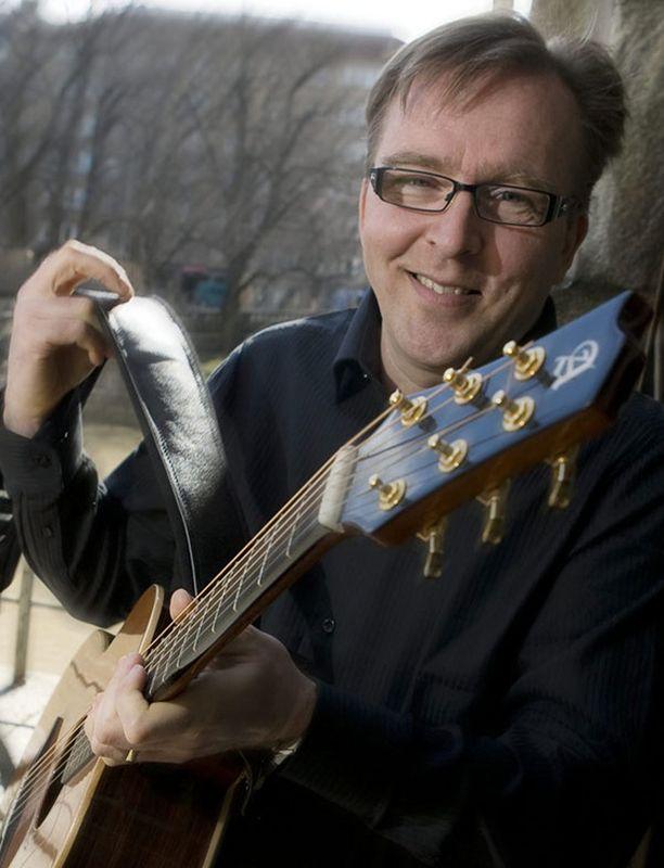 Joel Hallikainen on gospel-levyjensä ohessa palannut myös viihde- ja lastenmusiikin pariin.