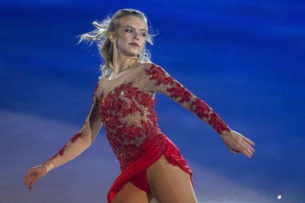 Emmi Peltonen edustaa Suomea taitoluistelun MM-kilpailuissa Saitamassa. Kuva Art on Ice -tapahtumasta, joka järjestettiin Zürichissä helmikuun alussa.