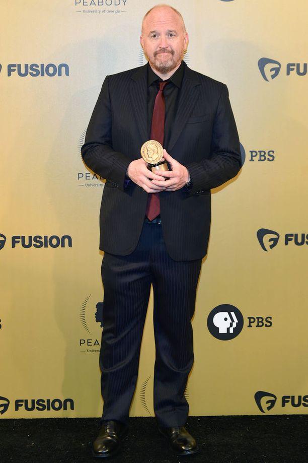 Yhdysvaltalainen Louis C.K. on tunnettu stand up -koomikko, käsikirjoittaja, elokuvaohjaaja, näyttelijä ja tuottaja.