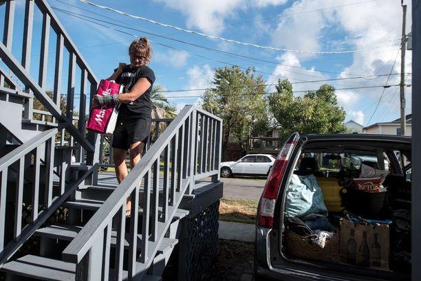 Monet pakenevat hurrikaania Pohjois-Carolinassa. Jamie Moore evakuoitui keskiviikkona Carolina Beachista.