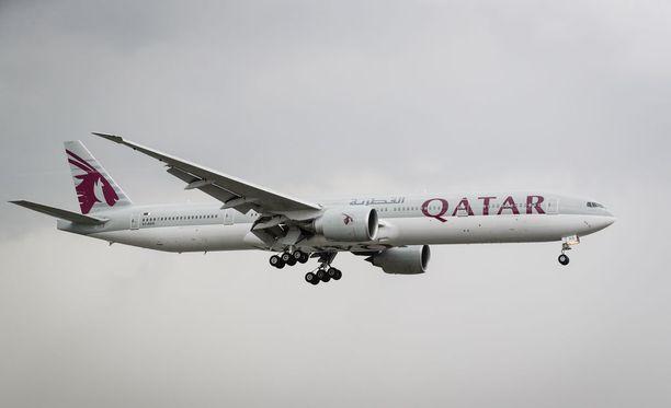 Qatar Airwaysin lento Dohasta Balille keskeytyi avioriidan vuoksi.
