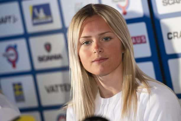 Ruotsin nuori tähtihiihtäjä Frida Karlsson osallistuu Seefeldissä ensimmäistä kertaa urallaan aikuisten arvokisoihin.