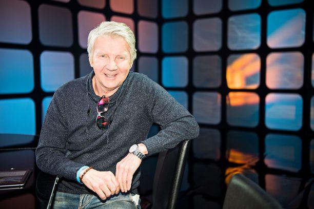 Vihreiden kansanedustaja Pirkka-Pekka Petelius pyysi anteeksi vanhoja sketsejään.
