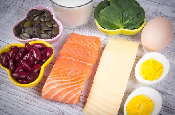 Rasvaisessa kalassa on paljon D-vitamiinia. Suomessa maitotuotteiden D-vitaminoinnin on katsottu olevan merkittävä tekijä siinä, että väestötasolla vitamiinin saanti on saatu entistä paremmalle tasolle.