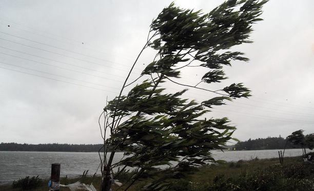 Tuuli heikkenee, mutta helteitä ei ole edellekään luvassa.