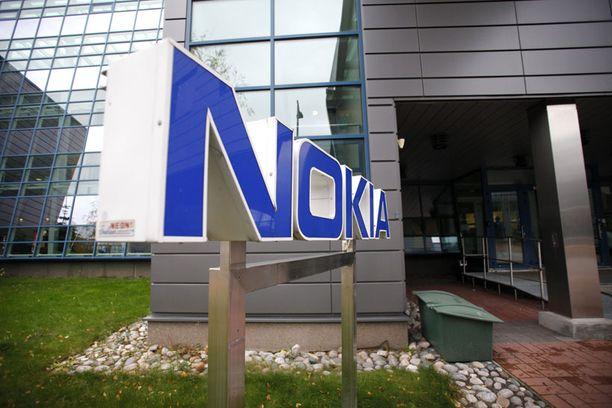 Nokian matkapuhelinmyynti on pudonnut vuodessa yli viisi prosenttia.