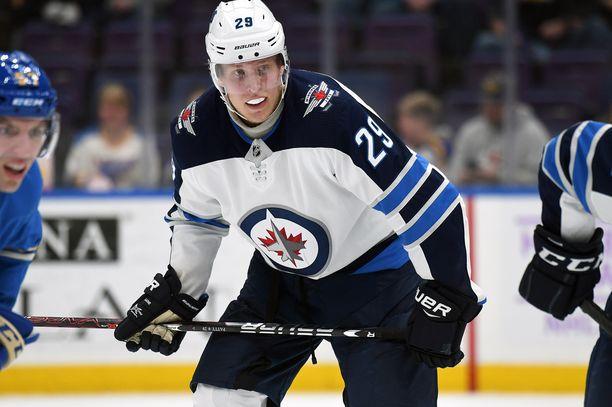 Patrik Laine valittiin NHL:n kuukauden pelaajaksi.