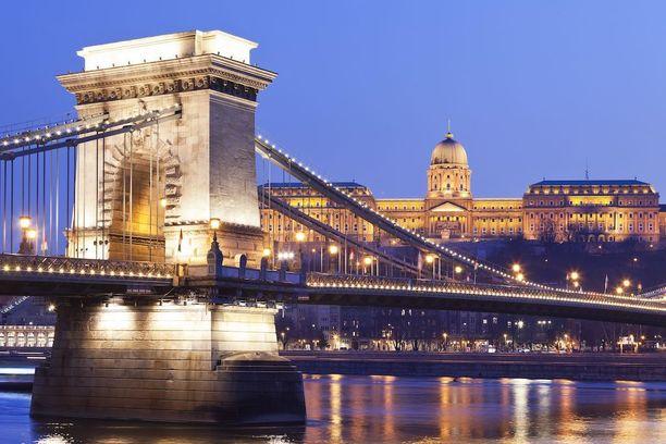 Budapestin kuuluisa ketjusilta Unkarissa.