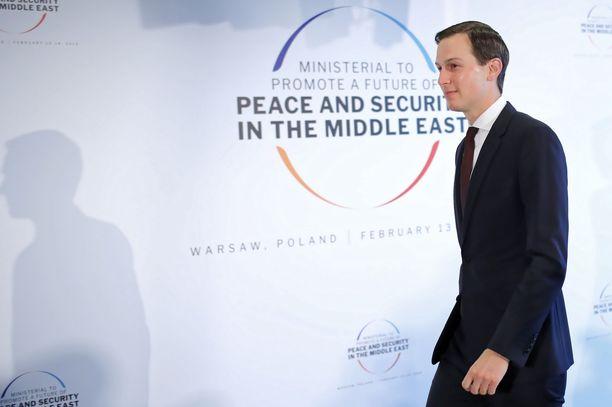 Trumpin neuvonantaja Jared Kushnerin harteilla on Lähi-idän rauhanneuvottelujen raskas taakka. Moni on epäillyt, onko politiikan untuvikosta vaativaan tehtävään.