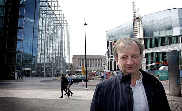 Kansanedustaja-liikemies Hjallis Harkimolla on lukihäiriö, jonka vuoksi esimerkiksi hänen tviiteissään on usein kirjoitusvirheitä.