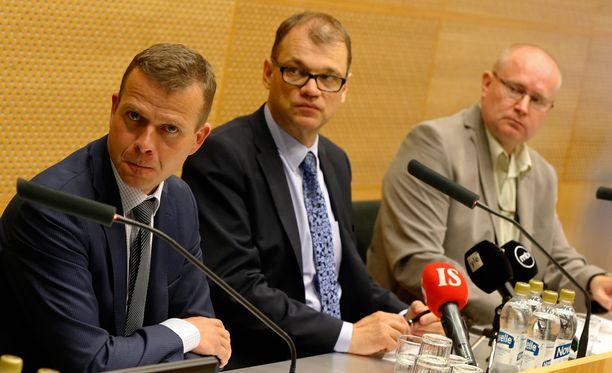 Ministerit Orpo, Sipilä ja Lindström kertoivat hallituksen turvapaikkatoimenpiteistä.
